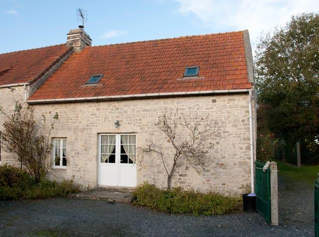 Gite met omheinde tuin - Englesqueville-la-Percée - Casa