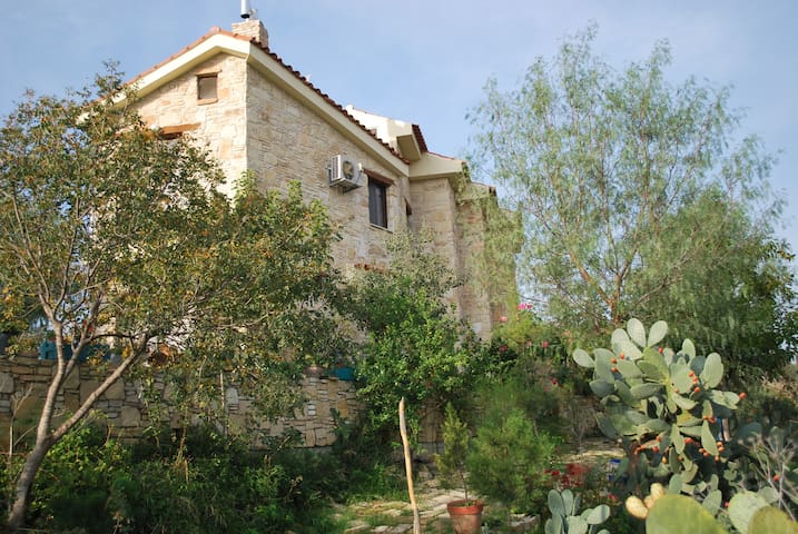 Entire country house in Asgata.