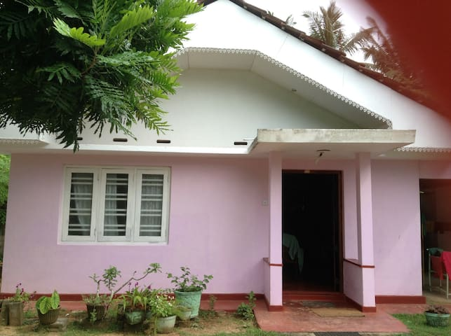 Hikkaduwa Beach House room for rent