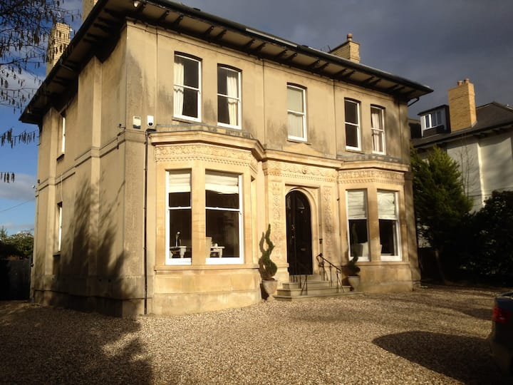 Longworth Villa Apt, Cheltenham