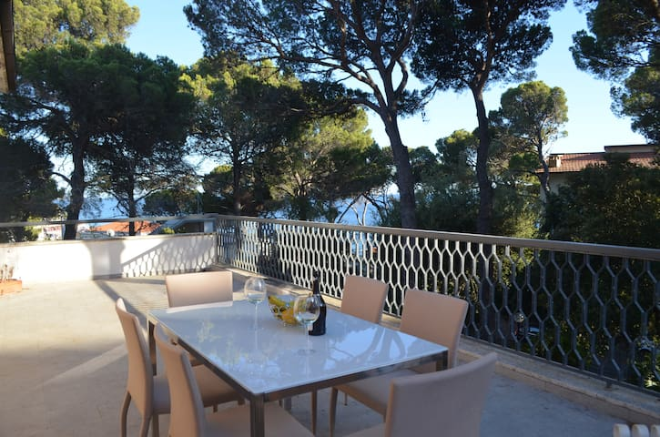 Villa Speranza - Sea-View Flat Next to the Beach