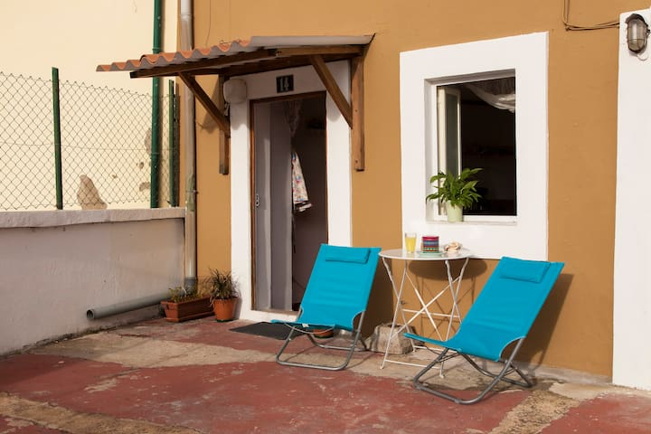 Sunny terrace house - Lissabon - Hus