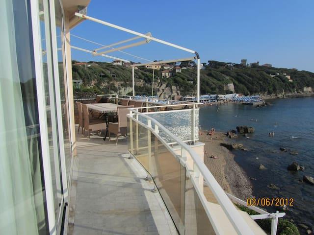 Meraviglioso appartamento sul mare