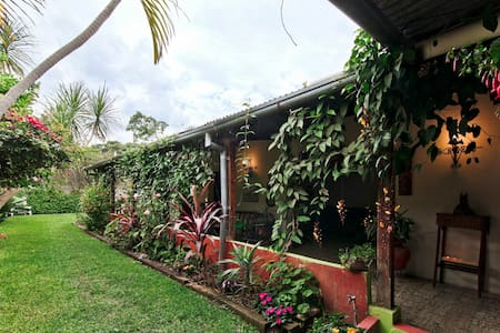¡Next to Antigua. Country house.! Bedroom for two. - Jocotenango - Hus
