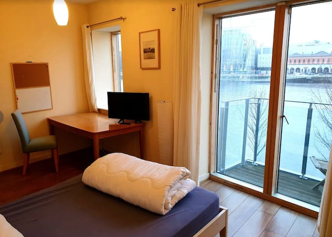 Large Private room-Ensuite- Views -Private Balcony