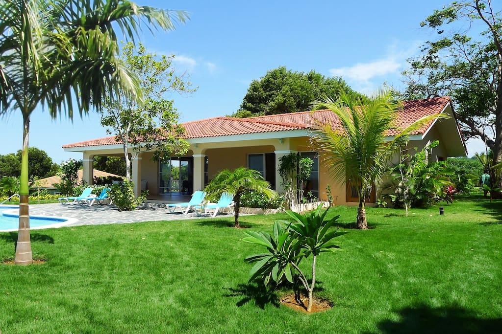 Côté jardin et piscine