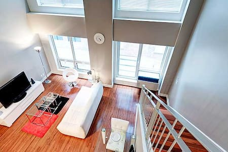 2 FLOOR APARTMENT IN DOWNTOWN MTL - Montreal - Appartamento