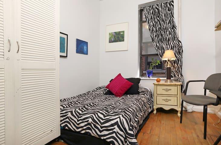 Cozy Private Room in LIC