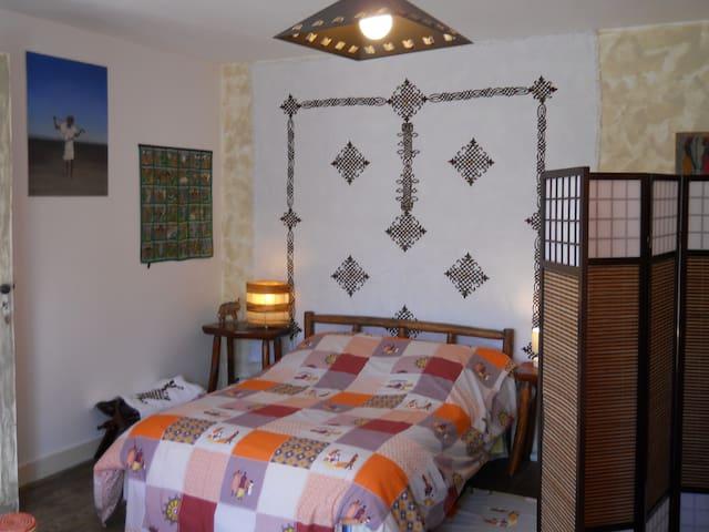Chambre afrique 2 à 4 pers(+12€/pe) - Saint-André-de-Cubzac - Bed & Breakfast