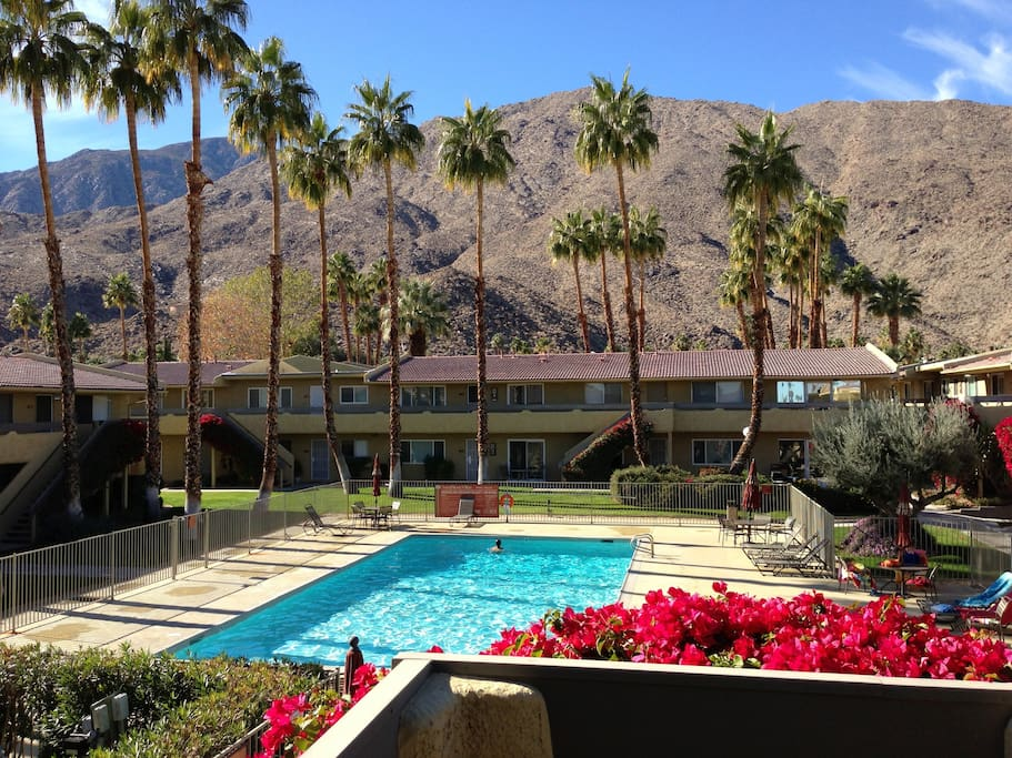 Comfortable spacious 2br in ps apartments for rent in for Palm springs strip hotels