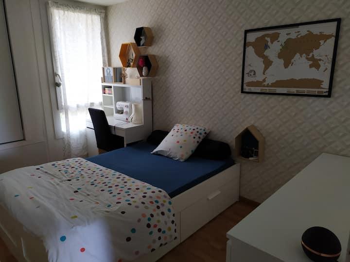 Chambre privative adaptée avec un bébé