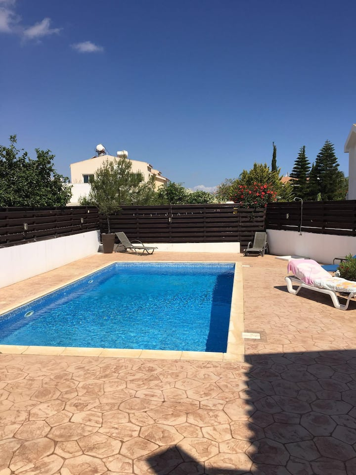 Beautiful 3 bedroom villa with swimming pool