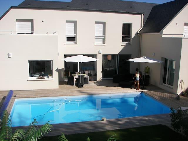 Chambre avec terrasse, accès privé - Bouchemaine - Ház
