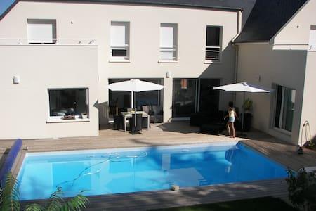 Chambre avec terrasse, accès privé - Bouchemaine