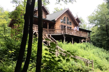 Catskills Lakefront Property, Log Home  5Bed,3BA - Livingston Manor - Rumah