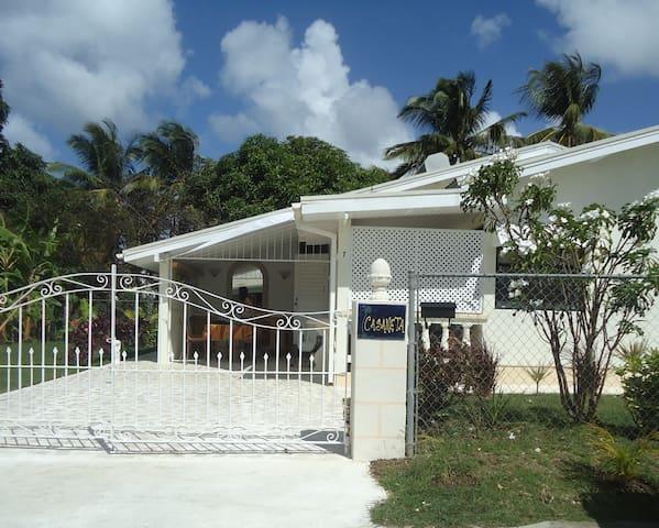 Real Bajan Cottage, wifi, 3 bedrooms, garden