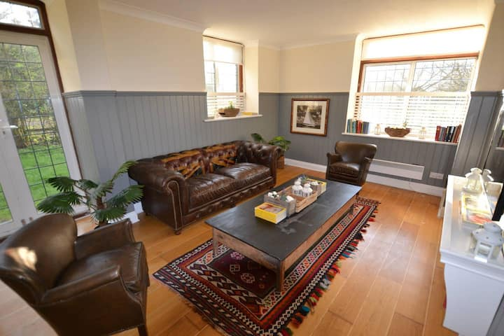 Orange Blossom / 3-bed home on Osea Island, Essex