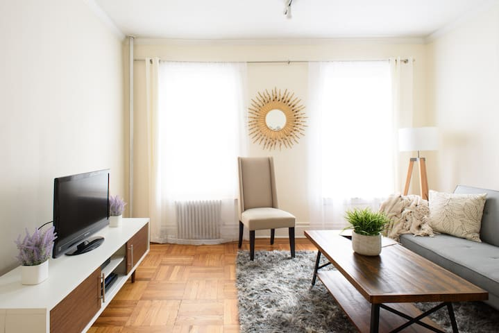 UES LRG 1BR SLEEPS 4~61ST~Gr8 value