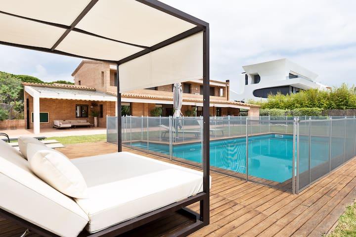 Beach Villa A