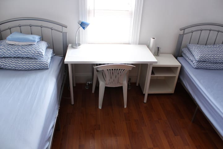 Cozy Private Room #2 Two Beds Near JFK and J Train