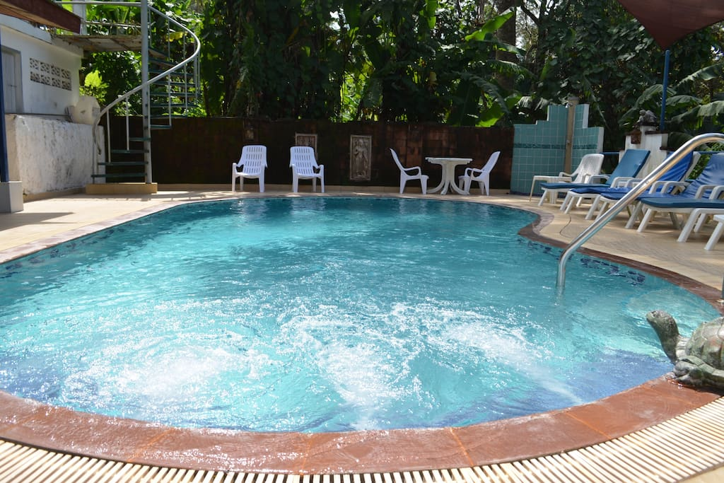 Appartement vue piscine a1 appartements louer for Piscine a debordement thailande