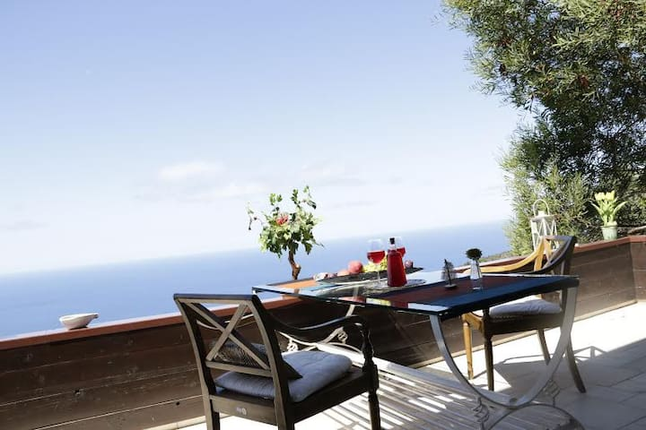 Villa with sea view and amazing Sunsets