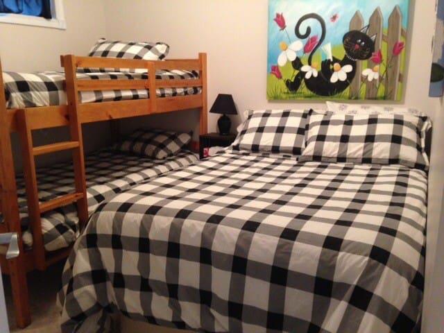 Autre chambre  secondaire , lit double et lit superposé