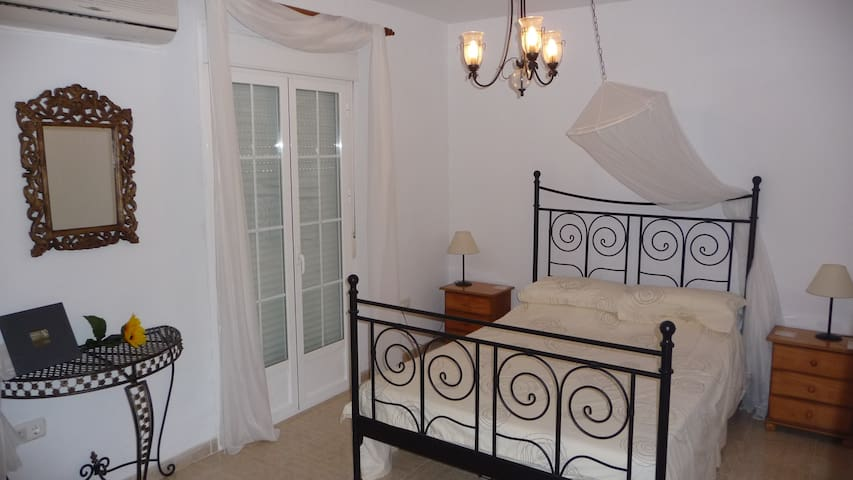 Lovely renovated townhouse. jacuzi! - Estepa - House
