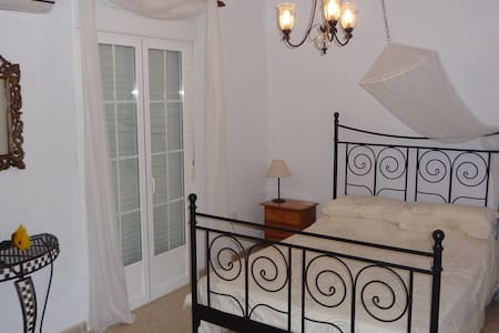 Lovely renovated townhouse. jacuzi! - Estepa - Dom