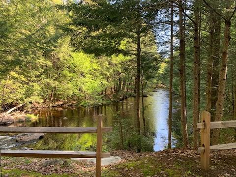 Private Cabin on the Riverbend