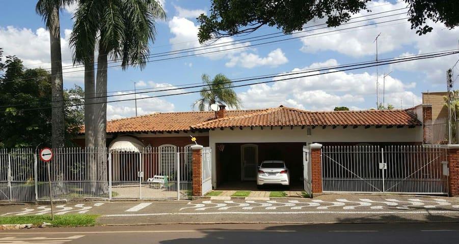 Quarto na casa da vó (2/3) - Araras - บ้าน