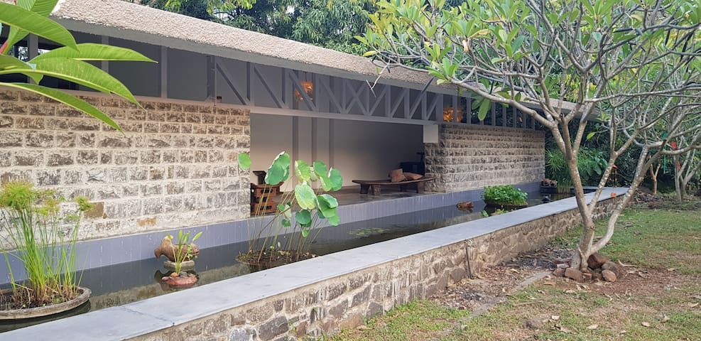 C House by the Sea: With Nature in Kashid