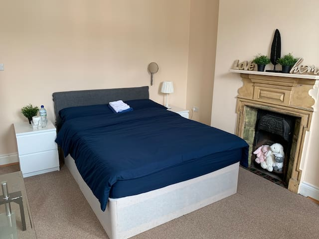Stylish and spacious double bedroom in London
