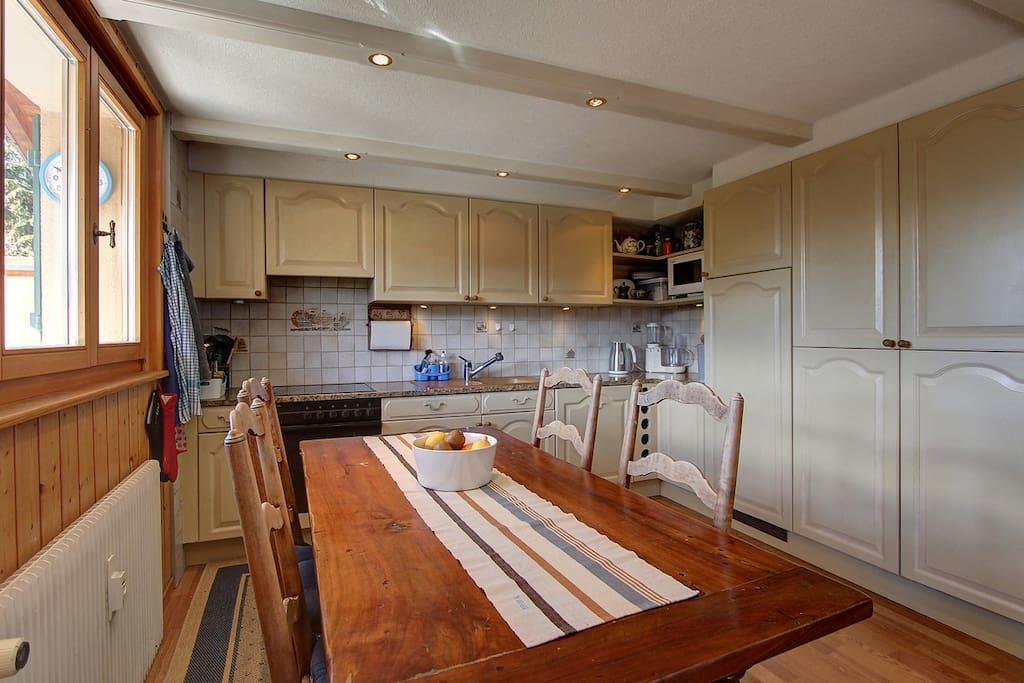 Bright clean fully equipped kitchen