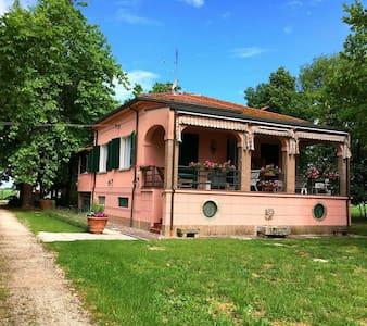 Erbosa Bed&Breakfast - Emilia-Romagna, IT