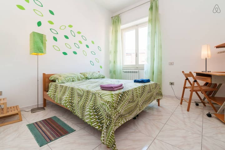 Molly & Luna Bnb (Room in Cagliari center)