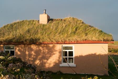 cosy sea-side retreat cottage - Doohoma Ballina