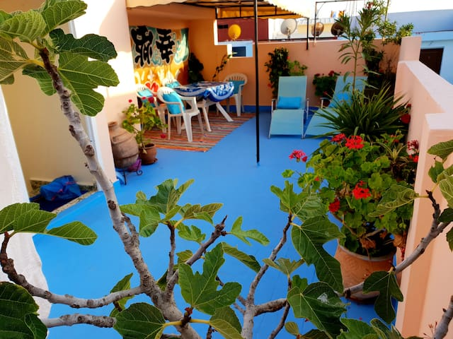 Large light airy home, centre of Asilah sleeps 10
