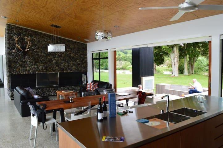 """Mahoe Lodge """" Waipiata """" - Manunui - Talo"""