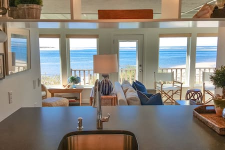 Beachfront home, private yard, & stunning views! - Tillamook - Talo