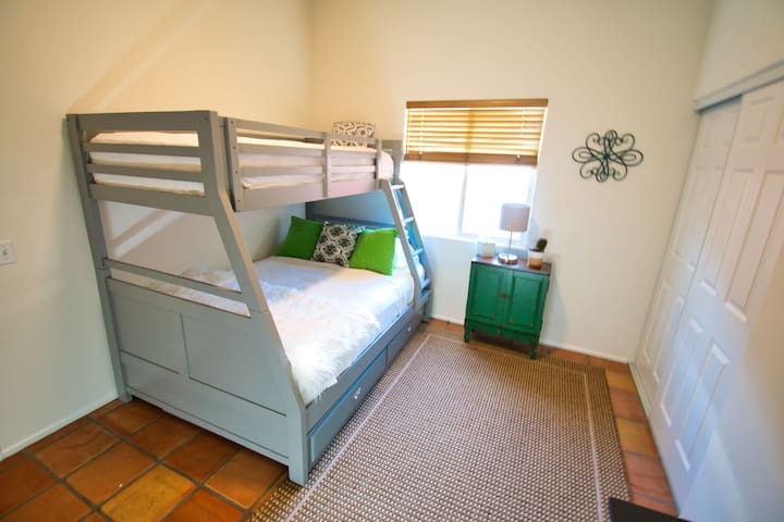 Cactus Room with Twin-Over-Full Bunk and Twin Trundle Bed
