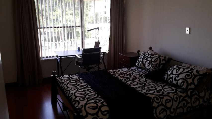 A lovely Townhouse 1km from Perth  - South Perth - Bed & Breakfast