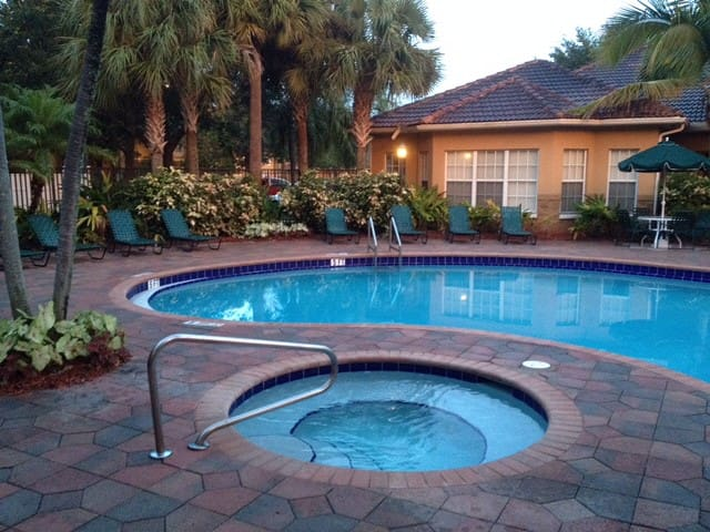 Apt con piscina, gym y Jacuzzi - Lake Worth - Departamento