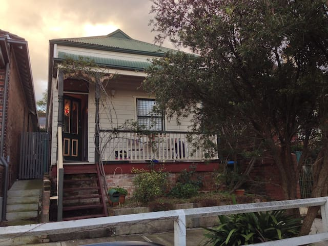 Convenience and charm - Annandale - House