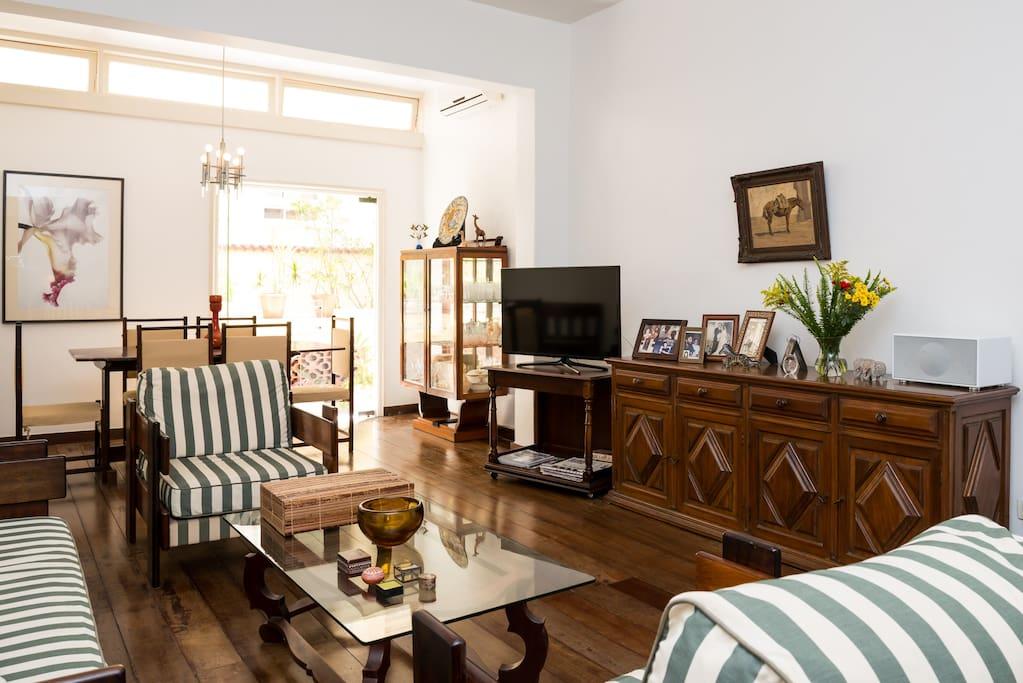 Sala de estar e de jantar/ vista da área externa