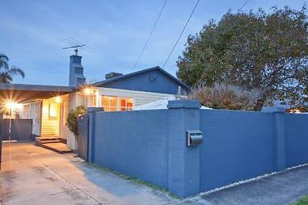 Cozy house close to beautiful beach - Oda + Kahvaltı