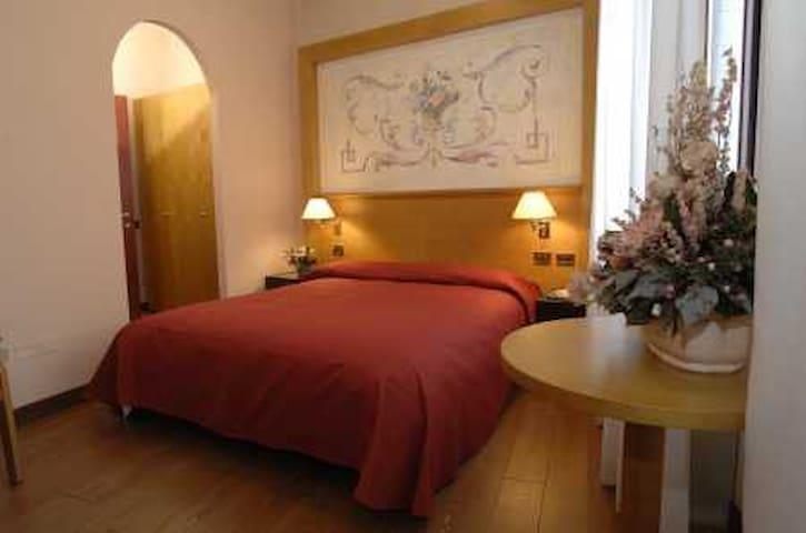 Monolocale con posto auto (3) - Padua - House