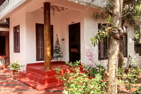 Family Room in a Homestay near Marari Beach - Mararikulam
