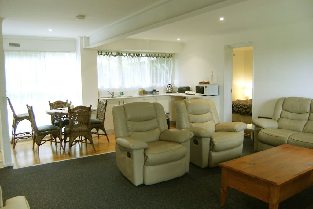 Lounge/kitchenette in 2 bedroom APARTMENT accommodates up to 6 people