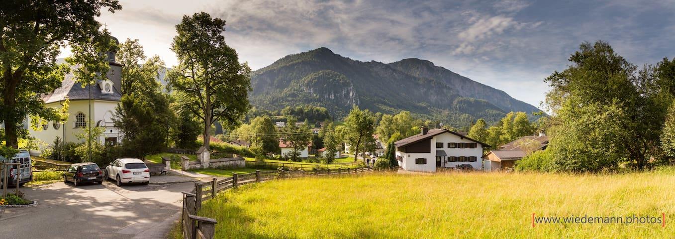 Haus von hinten mit Bergblick!